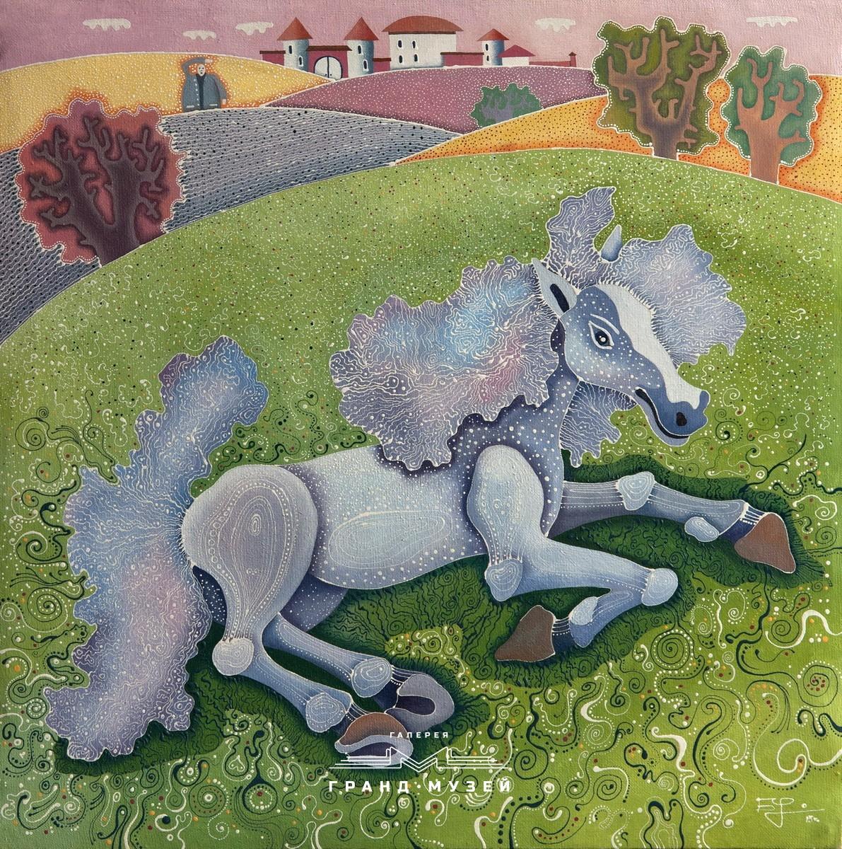 Белая лошадь на траве